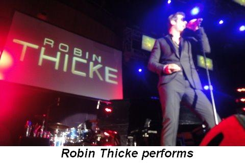 Blog - Robin Thicke performs