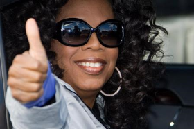Oprah gives a thumbs up and goodbye to Chicago