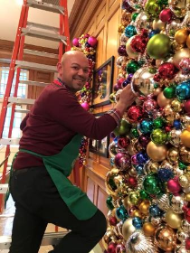 Quenten decorating the White House!!!
