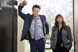 Hayes MacArthur and Rashida Jones star in Angie Tribeca