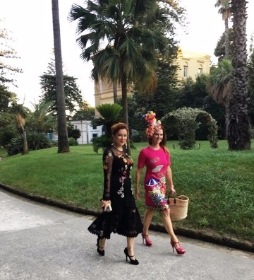 Actress Jennifer Tilly and author Zemekis arriving at Villa Pignatelli for Alta Gioielleria