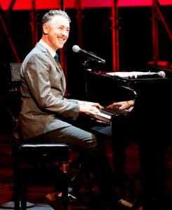 Alan Cumming performs