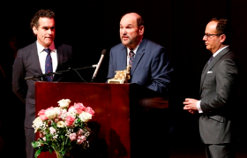 Honoree Brian D'Arcy James, Dominic Missimi (artistic director), Marc Kaufman (SSS president)
