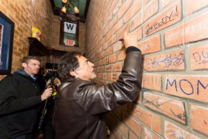 Mantegna signs a brick in the Lodge's Hall of Fame, the Bullpen