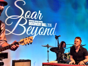 Hunter Hayes performs at Discovery Ball