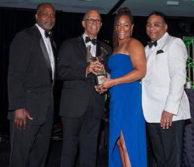 Honoree Deirdre C. Drake, SVP Human Resources for U.S. Cellular accepts her award w/ Michael Cox, Deborah Hand, Michael L. Lomax and Tyronne Stoudemire