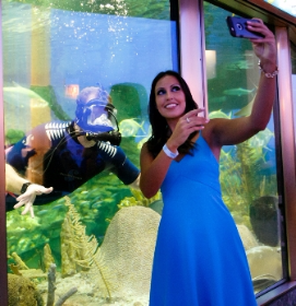 A guest snags a selfie with volunteer diver Brian Siegel
