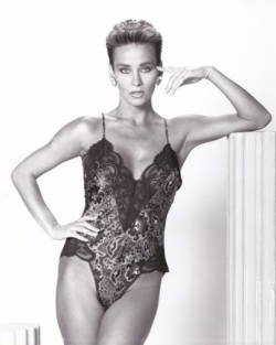 Lingerie ad for Schwartz's Intimate Apparel in Chicago