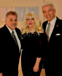 Scott and Charlene Seaman with comedian Tom Dreesen