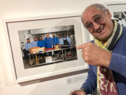 Chef Bruno Abate in front of his exhibition photo