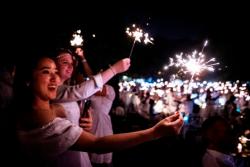 Diner en Blanc--Guests waved 3800 sparklers to celebrate!