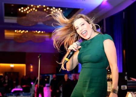 #3--Taylor Dayne performing