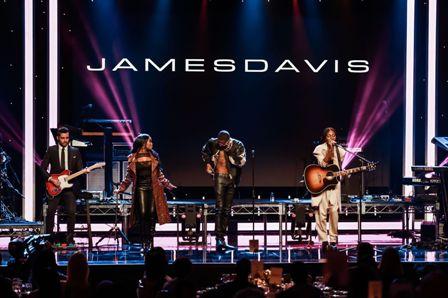 JAMESDAVIS Performs
