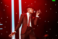 Ne-Yo performs